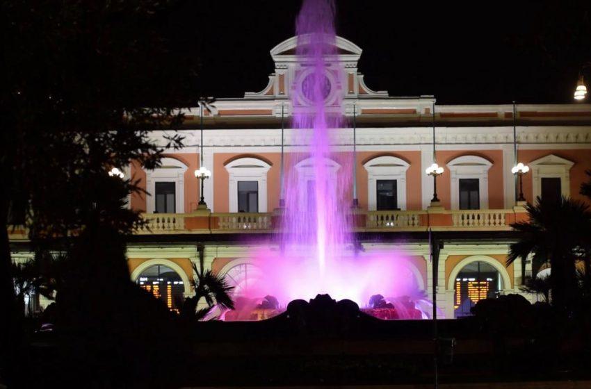 Ottobre mese della prevenzione del tumore al seno: la fontana di piazza Moro s'illumina di rosa